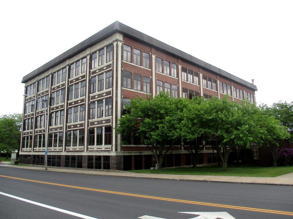 Photo of 10 Main Street building